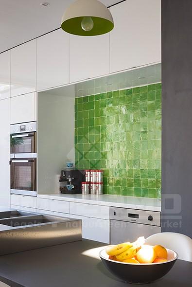 Moderne Wandtegels Keuken : Tegels moderne keuken met accent muur ...