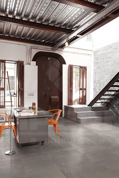 keramische vloertegel, vloertegel, donkergrijs, imitatie beton, industriële look, moderne woning