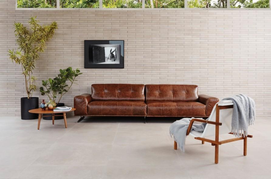 impermo, carrelage prix bas céramique moderne format XL, living moderne, séjour moderne, table basse rétro, meubles vintage, chesterfield