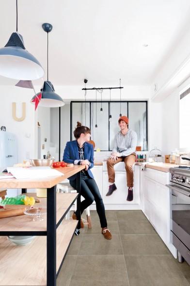 impermo, goedkope keramische vloertegels, keuken, keukenkast, fornuis, houten werkblad